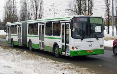 В первый же день инспекторам ГИБДД удалось задержать пьяного и к тому же уже месяц лишенного права управления транспортом, водителя автобуса 30-го маршрута