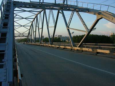 В Тюменской области активно продолжается строительство дорог, путепроводов и мостов