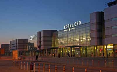 800 человек эвакуированы из Кольцово из-за сообщения о бомбе